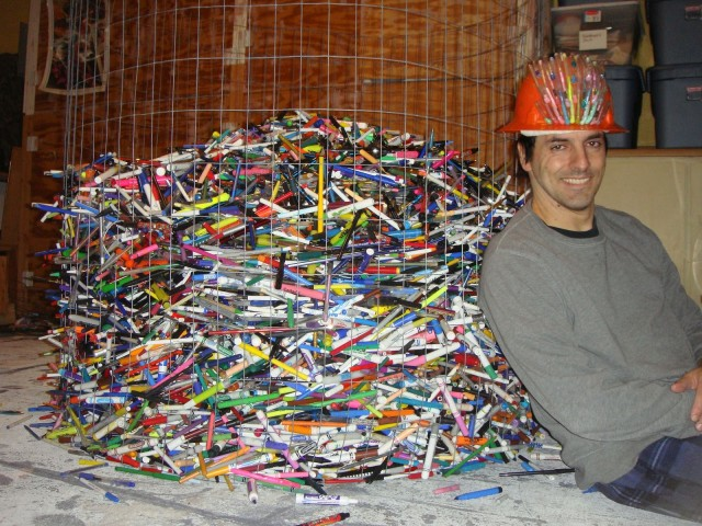 Pen Guy collects 22,000 pens so far